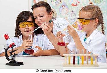 arbeitende , lehrer, klasse, elementar, schließen, wissenschaft, studenten