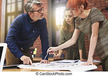 arbeitende , mit, junger, und, kreativ, leute