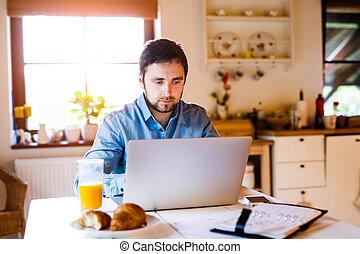 arbeitende , sitzen, laptop, buero, daheim, mann