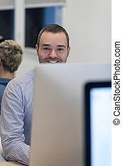 arbeitende , start, desktop-computer, entwickler, geschaeftswelt, software