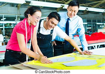 arbeiter, damenschneider, und, ceo, in, a, fabrik