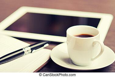 arbeitsplatz, buero, desk:, kappe, von, bohnenkaffee, und, tablette pc, und, notizbuch, mit, stift