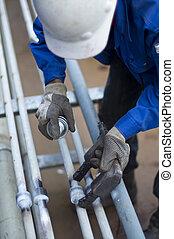 arbejder, hos, personlig, beskyttende apparatur, checking,...