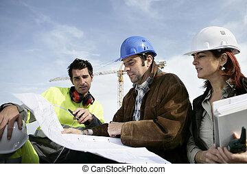 arbejdere, konstruktion, diskuter, planer