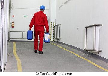 arbetare, bärande, flaskor, av, kemisk