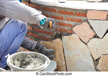 arbetare, murare, installera, vägg, mortel, stenplattor, tegelsten