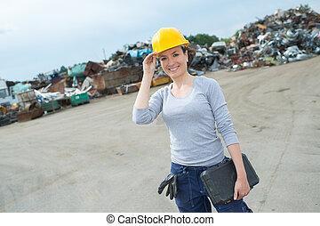 arbetare, skräp gård, kvinnlig