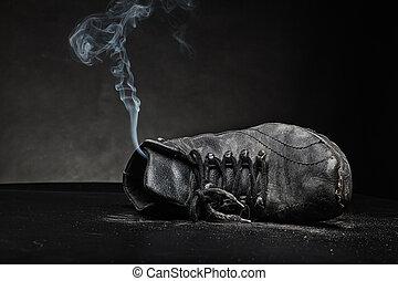 arbete, gammal sko, röka