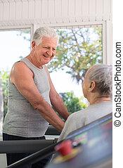 arbete, klubba, talande, fitness, giltig äldre, vänner, ute