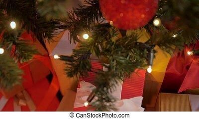 arbre, artificiel, noël, maison, décoré