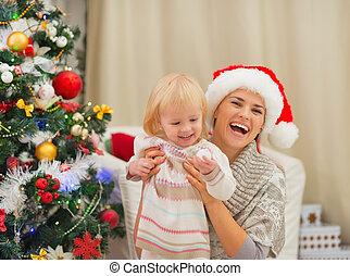 arbre, mère, bébé, portrait, noël, heureux