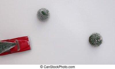 arbre, motion., voiture jouet, space., blanc, copie, concept, célébration, nouveau, vue., miniature, neigeux, porte, year., arrière-plan., noël, lent, sommet rouge