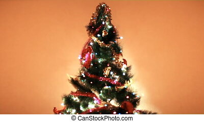 arbre noël, lit, coloré, lumières, arriere-plan, mur, dans,...