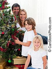 arbre, portrait, décorer, noël, famille, heureux