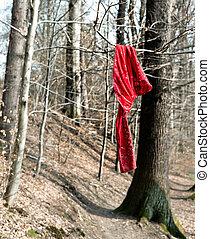 arbre, tissu rouge