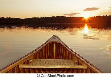 arc, de, cèdre, canoë, à, coucher soleil