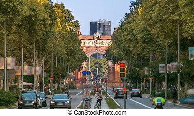 Arc de Triumf timelapse: L'Arc de Triumph, in Barcelona, Spain