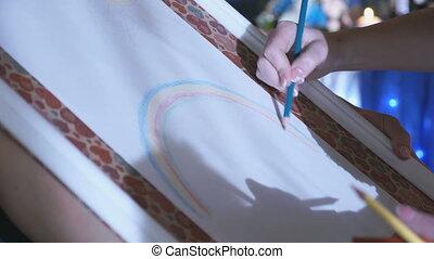 arc-en-ciel, gros plan, chevalet, main femme, dessin