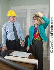 architect, en, klant, bekijkend blauwdrukken, 5