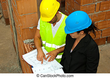 architecten, met, plan, op, bouwterrein