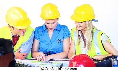 architectes, femme, mâle, bureau fonctionnant