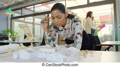architectural, femme, regarder, cadre, modèle, 4k