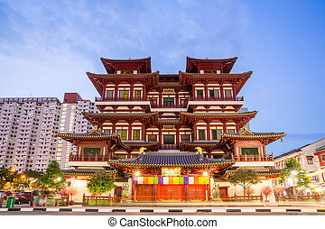 Singapore buddha tooth relic temple at dusk - Architecture...