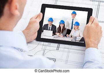 architekt, video conferencing, mit, mannschaft, durch, digital tablette