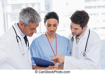 archivo, mirar, enfermera, doctors, juntos