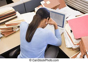 archivos, mujer de negocios, computador portatil, cubículo, ...