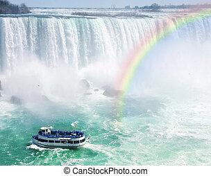 arco íris, e, turista, bote, em, niagara cai