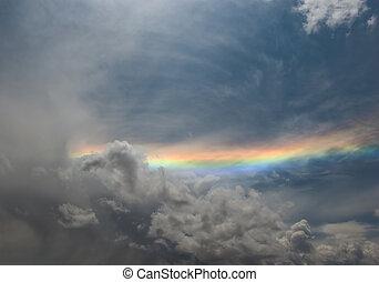 arco íris, sobre, cinzento, céu nublado