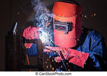 arco, elettrico, usando, saldatura, metallo lavora, macchina, acciaio