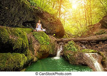 ardha, pose., waterfall., padmasana, bosque, relajación