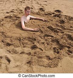 areia, burried, homem jovem