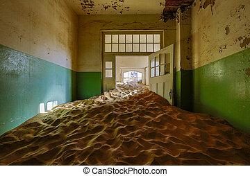 arena, tiene, invaded, y, tomado, encima, éstos, cuartos,...