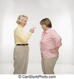 arguing., femmes