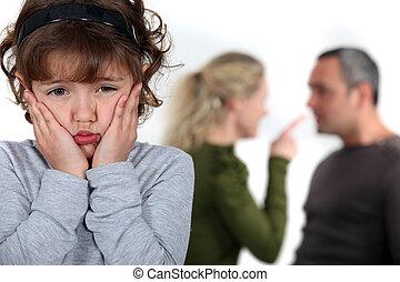 argumentując, rodzice, mały, przewrócić, dziewczyna