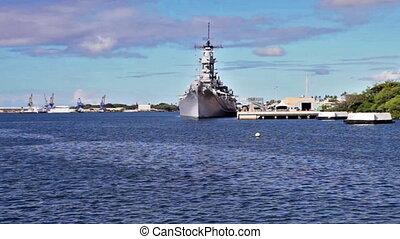 Arizona memorial Battleship Missouri - Battleship Missouri...