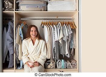 armário, menina, well-organized, roupas, senta-se, laughs., wardrobe., storage.