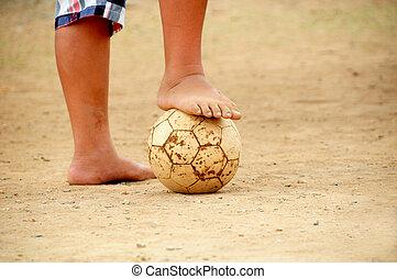 arm, fußball, barfuß, spielende , kind