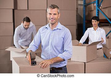 armazém, cima, trabalhadores, caixas, embalagem
