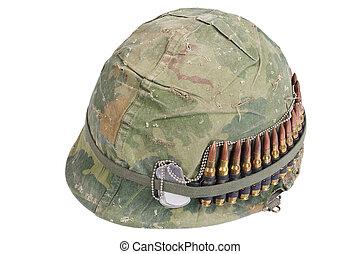armee, helm, mit, tarnung, decke, und, munition, gürtel, und, hund, etikette, -, vietnam krieg, periode