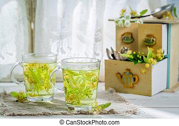 Aromatic tea with honey