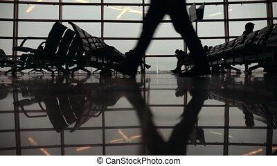 around., marche, gens, voyageurs, silhouettes, terminal., pieds, aéroport, international