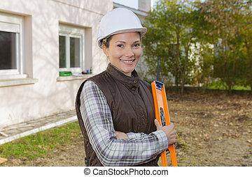 arpenteur, site construction, femme, dehors