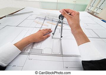 arquitecto, manos, utilizar, compás, encima, cianotipo