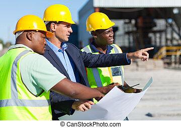arquitecto, y, trabajadores construcción