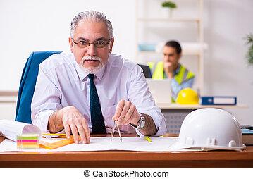 arquitectos, oficina, macho, dos, trabajando