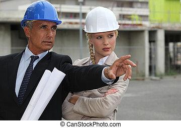 arquitectos, trabajando, on-site